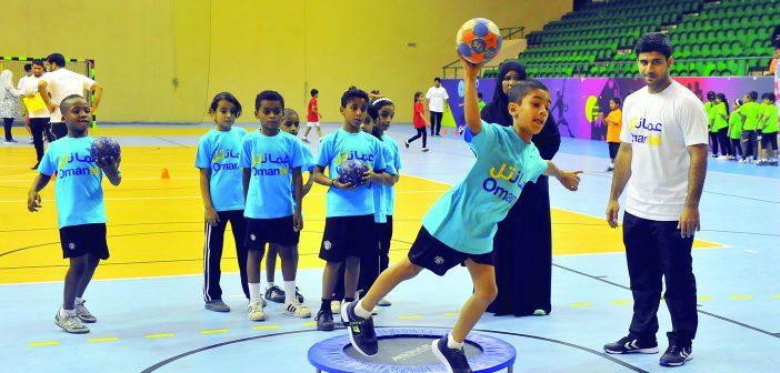 تحت رعاية معاذ بن ذياب: 70 طالبا وطالبة يستعرضون مهاراتهـــــــم في مهرجان (الآمال) لبراعم كرة اليد