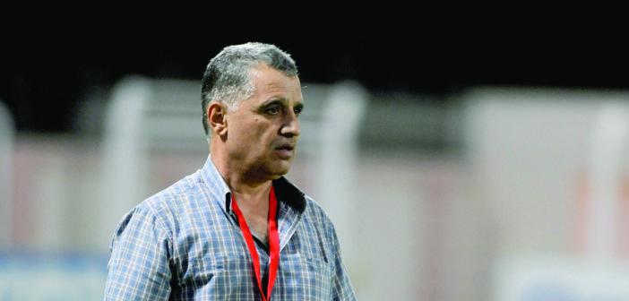 المدرب محمد جمعة الكلال: الكرة العمانية غنية بــــالمواهب وضعيفة بالامكانيــــــات المادية